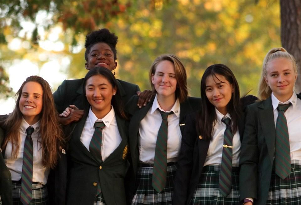 加拿大高中之中国高中生VS加拿大高中生的名校骄兵必败作文图片