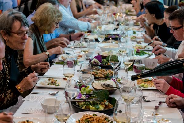 中国人吃饭的时候不能砸嘴,不能把筷子插饭上,那你了解美国人的饮食图片